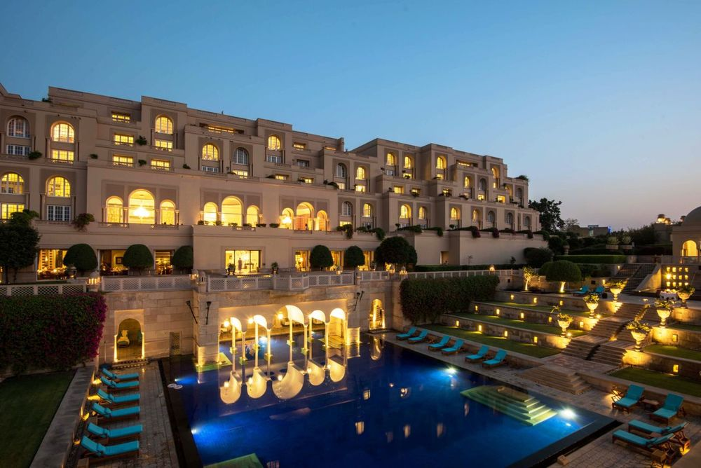 Rundreise Indien, Pool bei Nacht, The Oberoi Amarvilas Resort, Agra, Indien