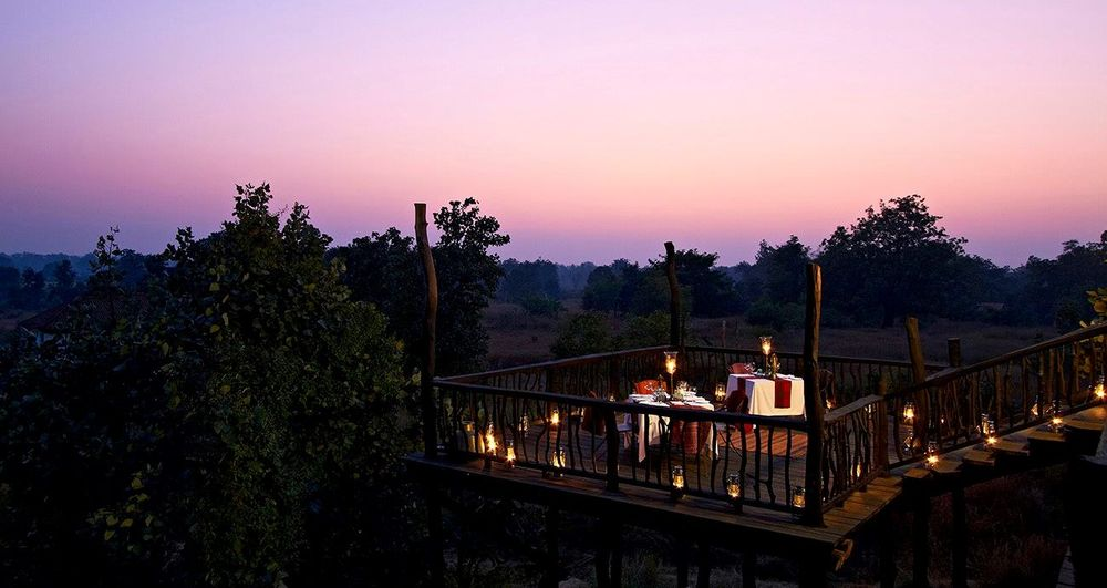 Romantisches Dinner, Samode Safari Lodge, Bandhavgarh, Indien Rundreise