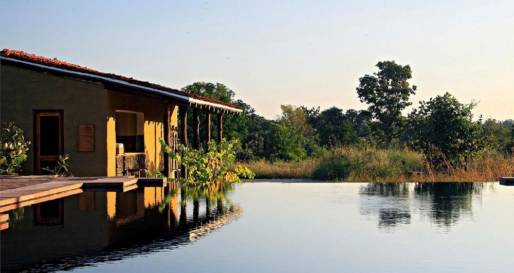 Pool, Samode Safari Lodge, Bandhavgarh, Indien Rundreise