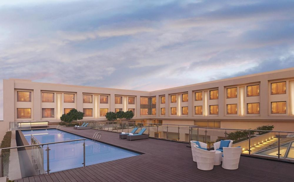 Pool, DoubleTree by Hilton Agra, Indien Rundreise