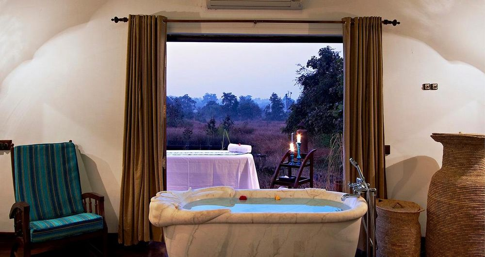 Wellnessbadewanne, Samode Safari Lodge, Bandhavgarh, Indien Rundreise